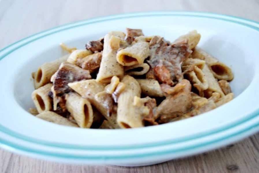 Makaron z boczkiem, kurkami i serem gorgonzola