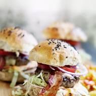 Hamburgery wołowe z frytkami