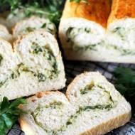 Chlebek pszenny, ziołowy z cebulą i serem