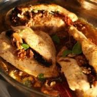 Kurczak w sosie z gorgonzoli z suszonymi pomidorami i gruszką