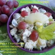 Sałatka z kurczakiem,selerem naciowym,winogronem i ananasem