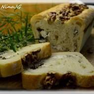 Chlebek z serem i ziołami wypiekany na śniadanie