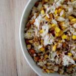 Sałatka z ryżem, tuńczykiem i orzechami nerkowca