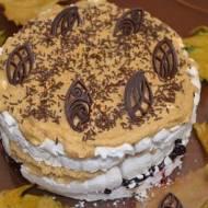 Tort bezowo-kawowy