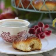 Rogaliki drożdżowe z jabłkiem w cynamonie