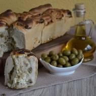 Chleb z oliwkami i słonym serem