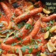 Kiełbaski z sosem z cukinii , pomidorów  i fenkuła - w wolnowarze