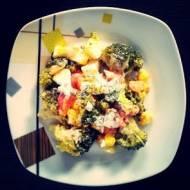 Sałatka brokułowa z pomidorem i jajkiem