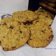 Ciasteczka owsiane z czekoladą i orzechami
