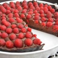 Tarta bardzo czekoladowa z malinami