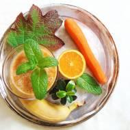 Marchewkowo-pomarańczowo-bananowe smoothie.