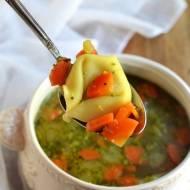 Zupa z tortellini i brokułem