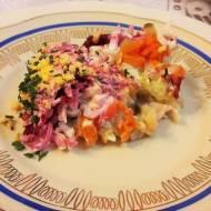 Kolorowa sałatka ze śledziem i buraczkiem