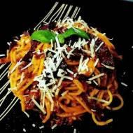 spaghetti w sosie z pieczonej papryki