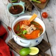 Zupa rybna z czerwoną pastą curry, trawą cytrynową i kolendrą