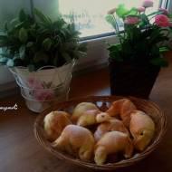 Serowe i kakaowo-bananowe rogaliki drożdżowe