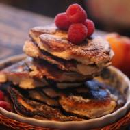 Twarogowe placuszki z jabłkami i cynamonem