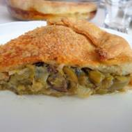 Przysmak z Apulii: calzone z cebulką dymką, anchois i oliwkami (Calzone con cipollotti, acciughe e olive)