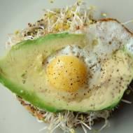 Kanapki z jajkiem sadzonym w awokado