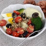 Sałatka z kalafiorem, brokułami i jajkiem