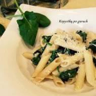 Penne w lekkim sosie gorgonzola, ze świeżym szpinakiem