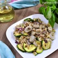 Sałatka z kaszą pęczak i warzywami (350 kcal)