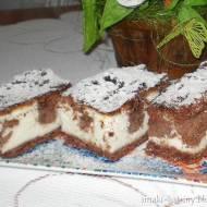 Sernik śmietankowo-kakaowy na kakaowym cieście
