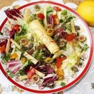 Mix sałat z żółtym serem i oliwkami