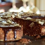 Reine de Saba. Glacage au chocolat. Francuskie ciasto czekoladowe w czekoladowo - maślanej polewie.