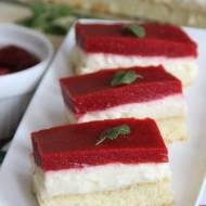 Lekkie ciasto z budyniem i masą truskawkową