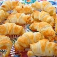 Błyskawiczne mini croissanty z dżemem brzoskwiniowym
