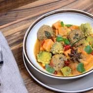 Curry z batatów i kalafiora z kulkami wołowymi