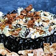 Mocno czekoladowy tort z bezą
