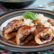 Drobiowe roladki z suszonymi pomidorami, w sosie z octem balsamicznym, z lekko pikantnym ryżem z rodzynkami