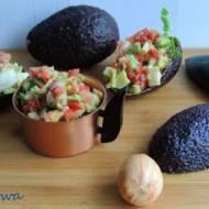 Sałatka z awokado, jaja i trybuli