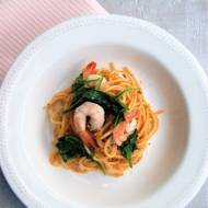 Spaghetti z pesto sycylijskim, krewetkami i szpinakiem