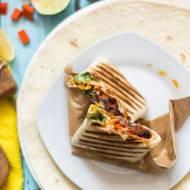 Burrito z czarną fasolą i cheddarem