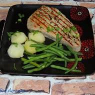 Steki z tuńczyka z kolorowym pieprzem i rozmarynem