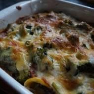Zapiekanka makaronowa z mięsem i brokułami z sosem 4 sery