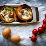 Śniadanie inaczej – jajko zapiekane w bułce