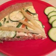 Pełnoziarnista tarta z warzywami