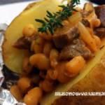 Ziemniak pieczony z sosem wołowym