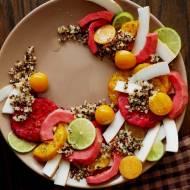 Sałatka z peruwiańskich owoców z quinoa i świeżym kokosem