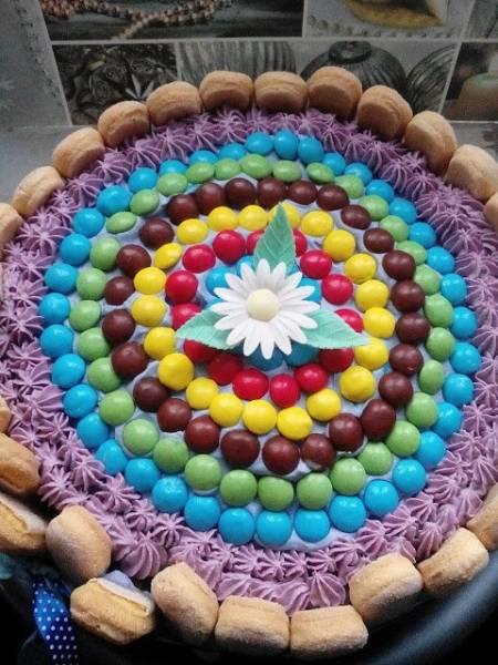 Kolorowy torcik urodzinowy