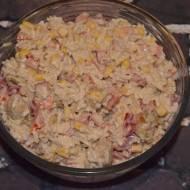Sałatka ryżowa z kurczakiem curry