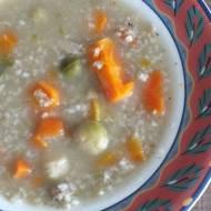 Zupa na pęczaku z brukselką