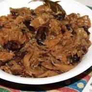Bigos wigilijny zsuszonymi grzybami iwędzonymi śliwkami