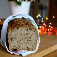 Świąteczny chleb pszenno-żytni z bakaliami