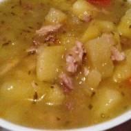 Zupa ogórkowa z mięsem i śmietaną