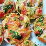 Jajeczne muffiny z quinoa i warzywami